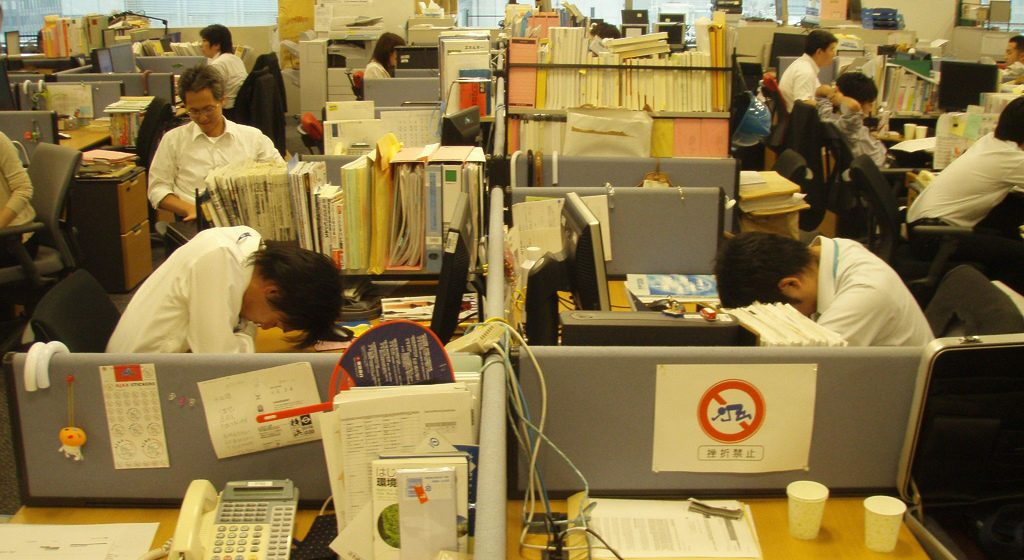 Работники банка после отзыва у него лицензии