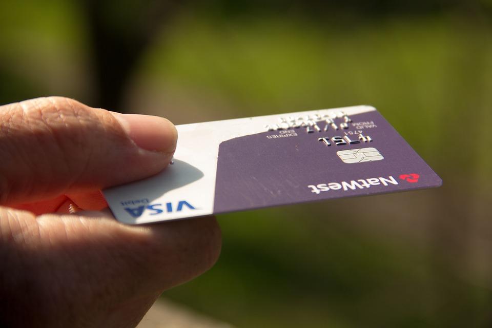 Как заплатить по кредиту, если счет карты арестован