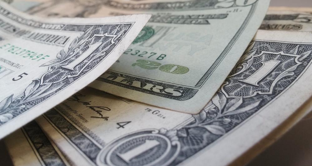 Зачем банкам валюта?